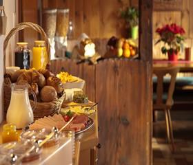 Café da manhã típico mineiro na Serra da Canastra, agende sua excursão, entre em contato com Rotas do Mundo 35-99868-3220